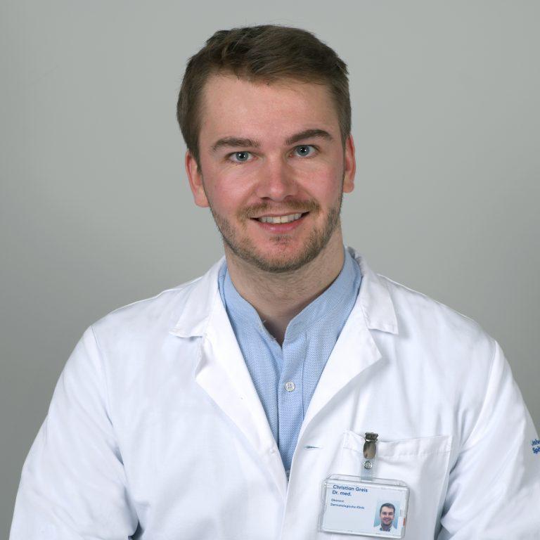 Das Bild zeigt den Gründer von derma2go und Oberarzt des Universitätsspitals Zürich Dr. med. Christian Greis.